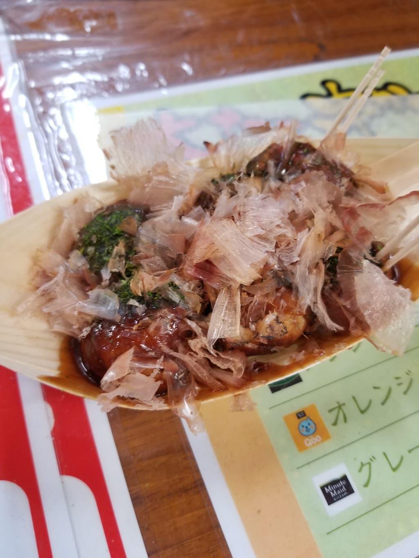 osaka-bar-hopping-takoyaki-with-bonito-flakes